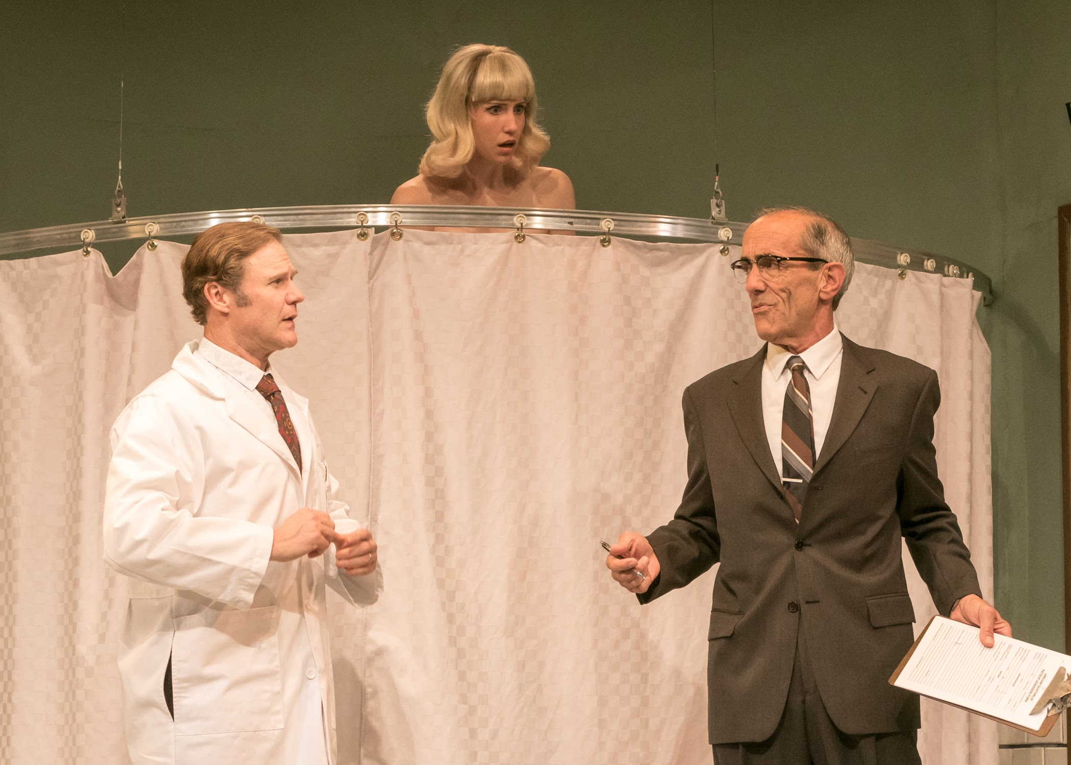 39 what the butler saw 39 is a farce that rocks the stage for Farcical antonym